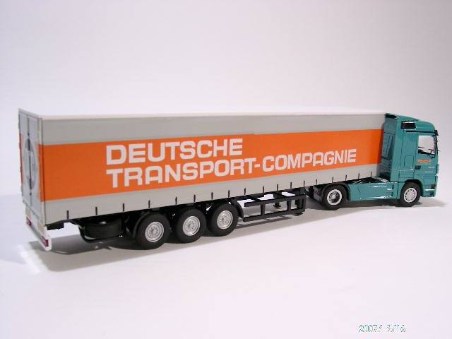 Actros Sattelzug mit Gardinenplane Deutsche Transport Compagnie