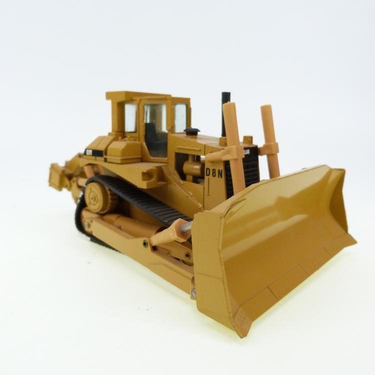 CAT D8N v1