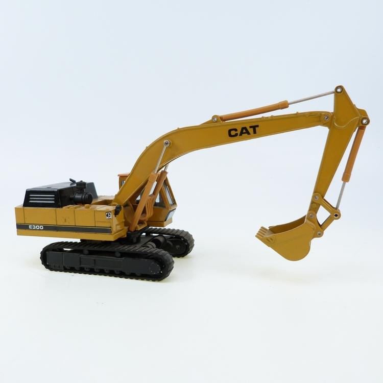 CAT E300