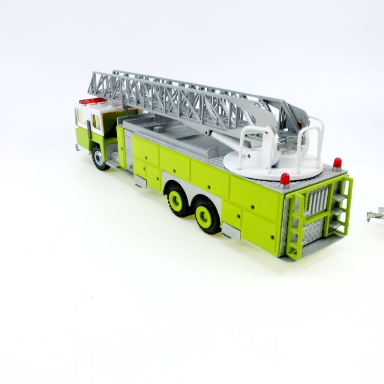 Emergency One 3achs Drehleiter