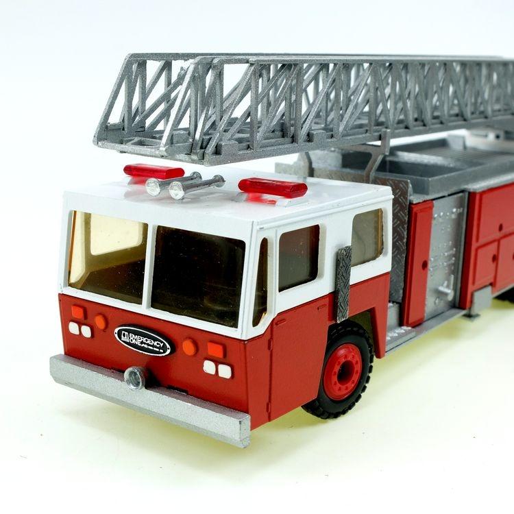Emergency One 3achs Drehleiter rot