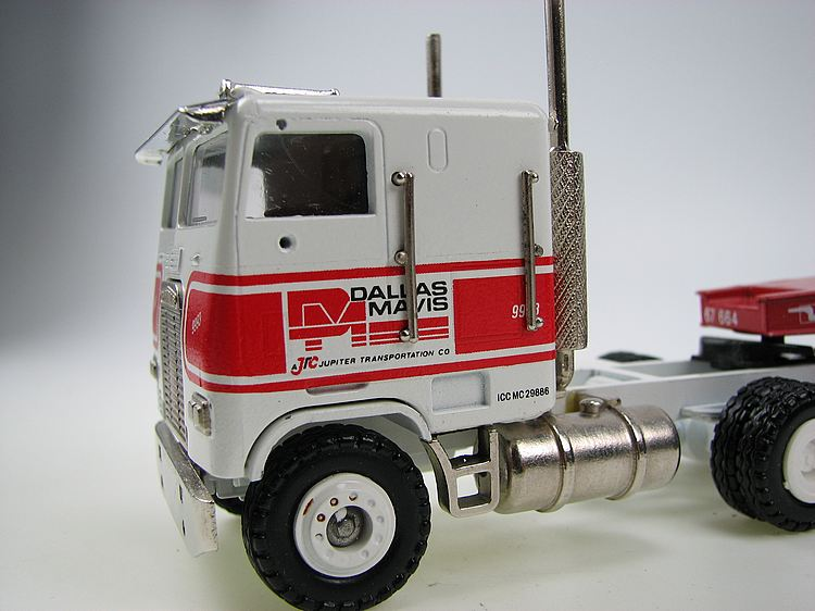 Freightliner 6x4 mit Tieflader DALLAS MAVIS