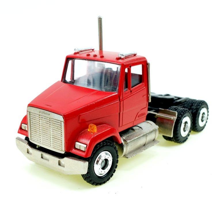 Freightliner Sattelzugmaschine rot