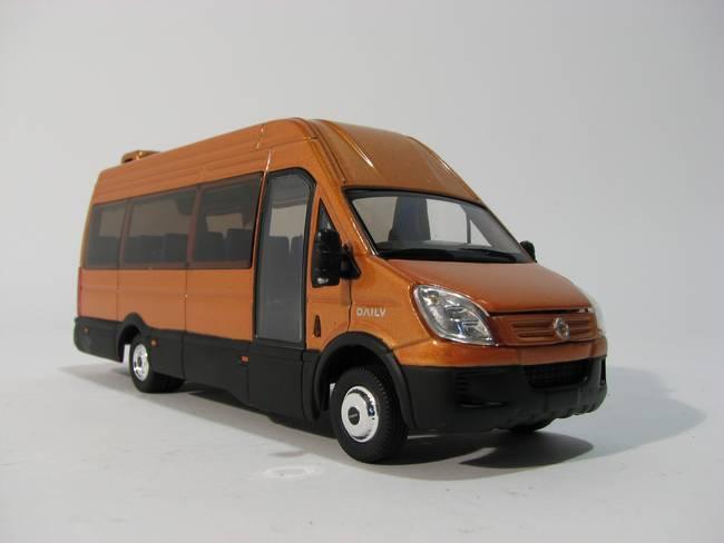 Iveco Minibus Gold 1:43 Model ROS00122 ROS