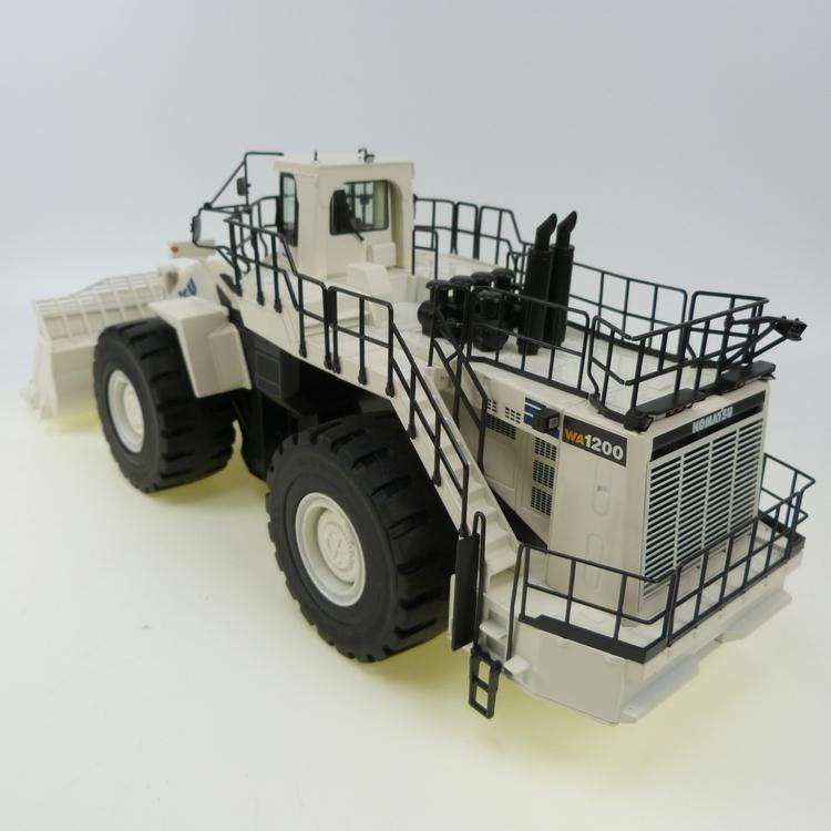 Komatsu WA 1200 Coal white