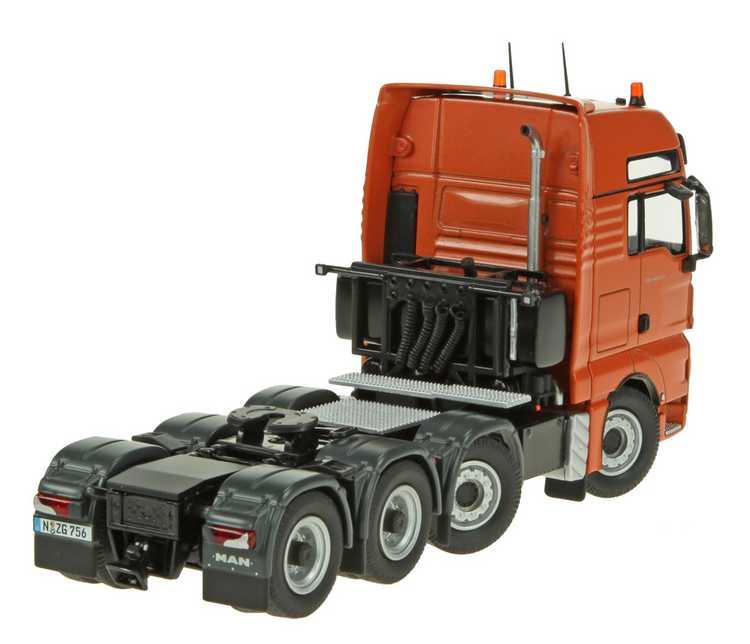 MAN TGX 8x4 Schwerlastzugmaschine orange