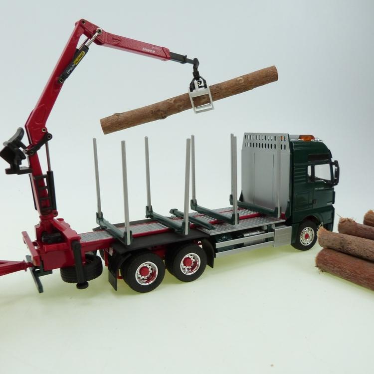 MAN TGX Holztransporter mit Ladekran grün Kurzholzhänger