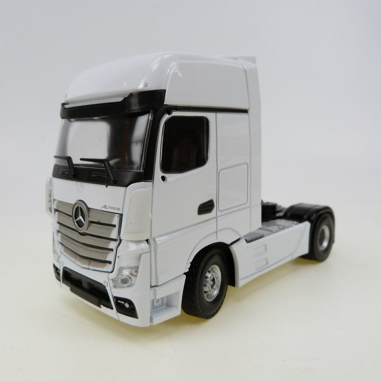 Mercedes Benz Actros MP4 Gigaspace 4x2 white