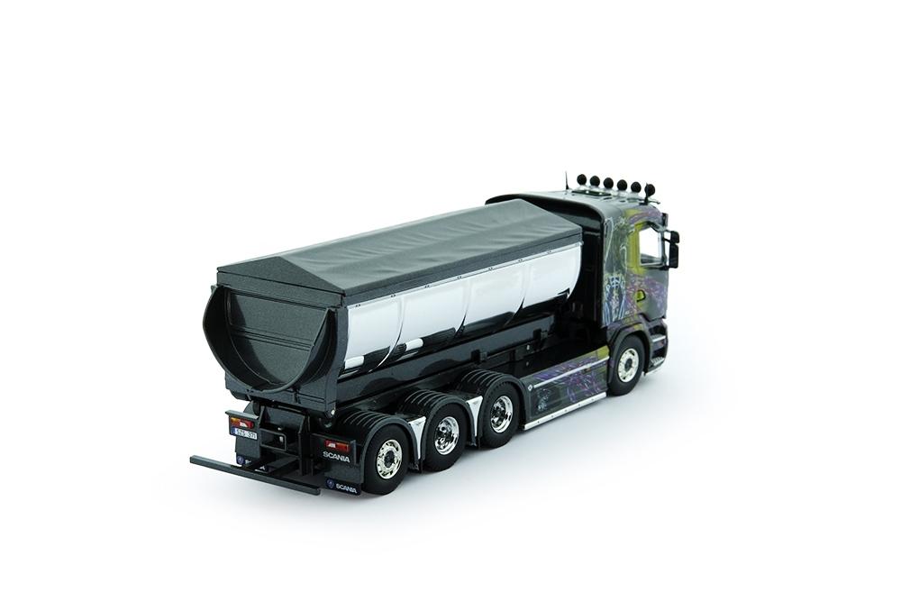 Scania R-Serie mit Asphaltbehaelter Gahne Akeri