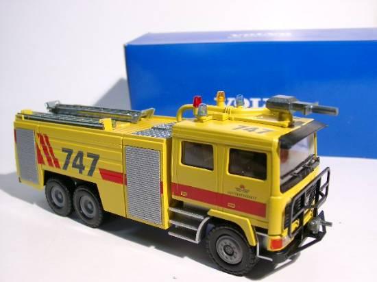 Volvo F12 6x6 Fire Crash Tender gelb