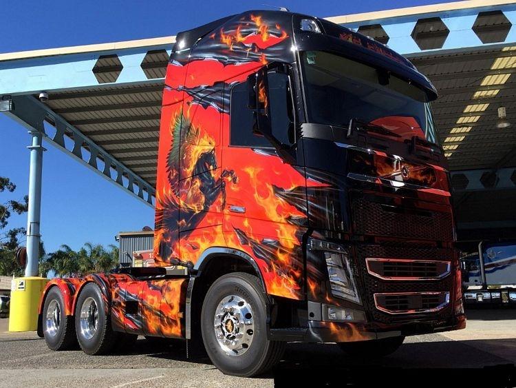 Volvo FH04 Globe. XL KS Transport red black Set
