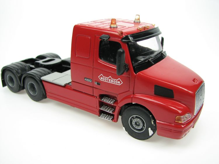 Volvo NH 480 NOOTEBOOM rot